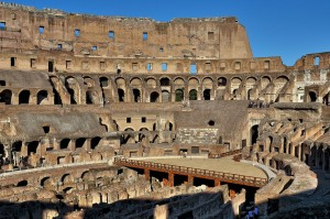 Колизей - символ величия Римской Империи (https://www.flickr.com/photos/30584347@N08/)