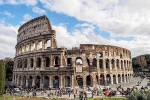 Колизей - символ величия Римской Империи (https://www.flickr.com/photos/anpalacios/)